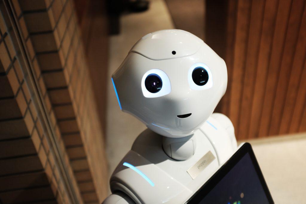 Pepper, ein kleiner Roboter mit menschlichem Aussehen
