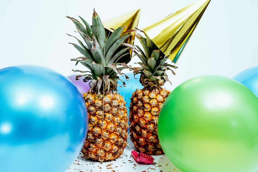 Ananas mit Partyhut