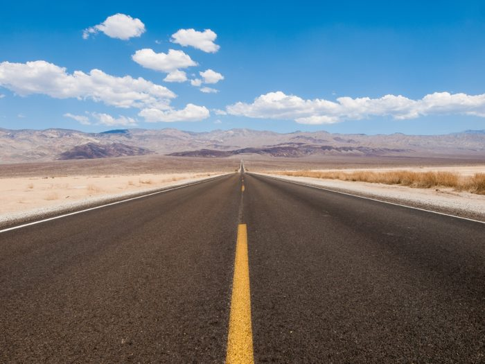 Straße in den Horizont