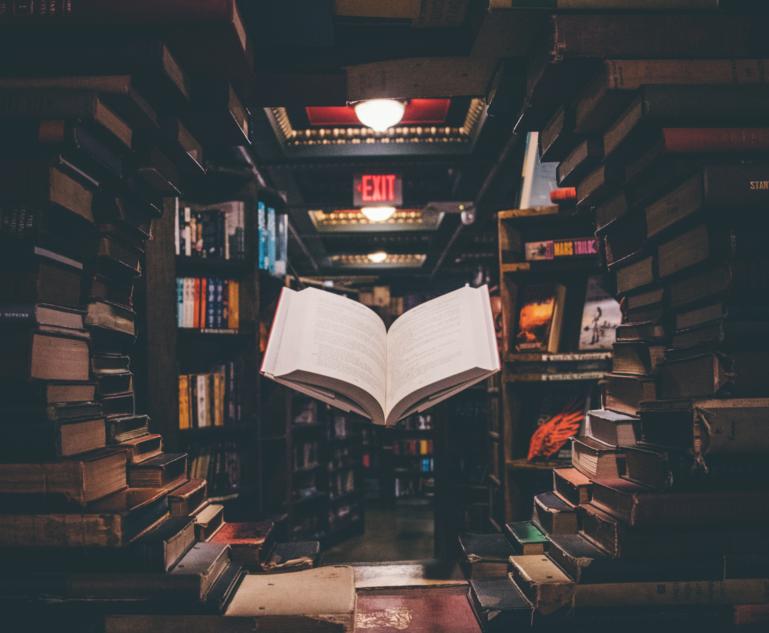 Schwebendes Buch