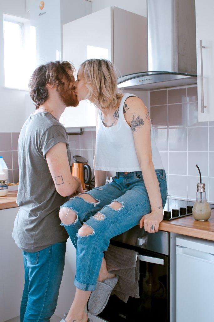 Paar in Küche