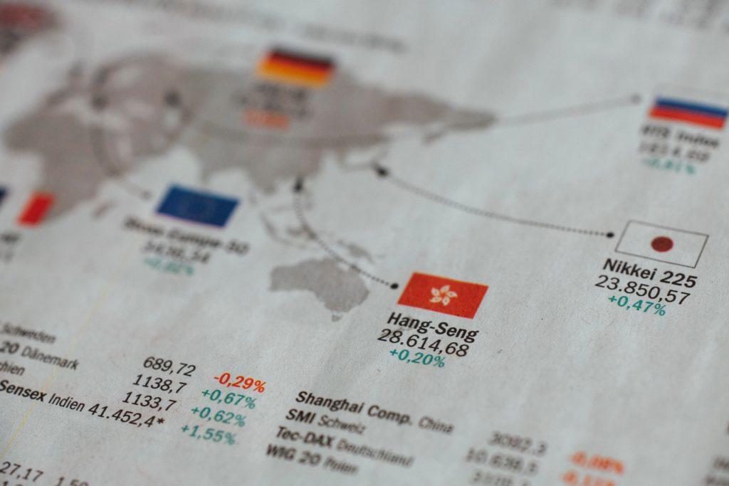 Zeitungsseite mit Börsenindizes