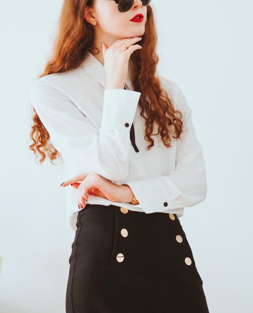Frau in Business-Kleidung