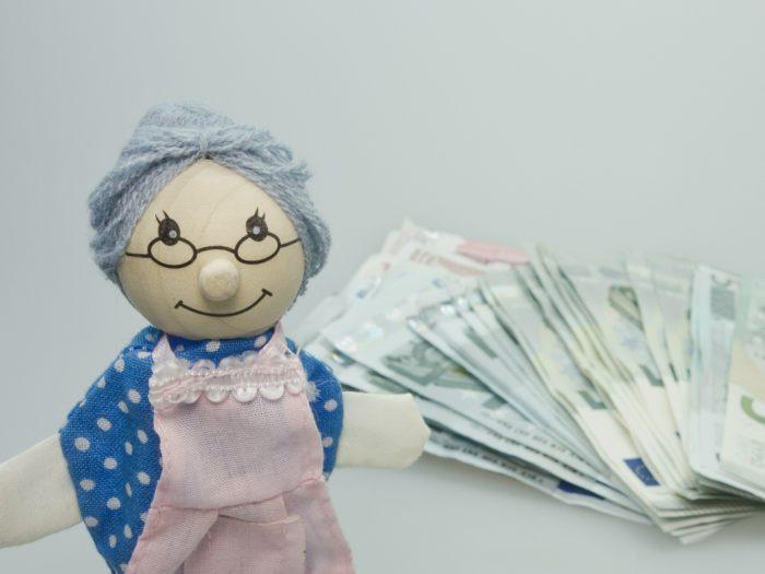 Oma mit Geld